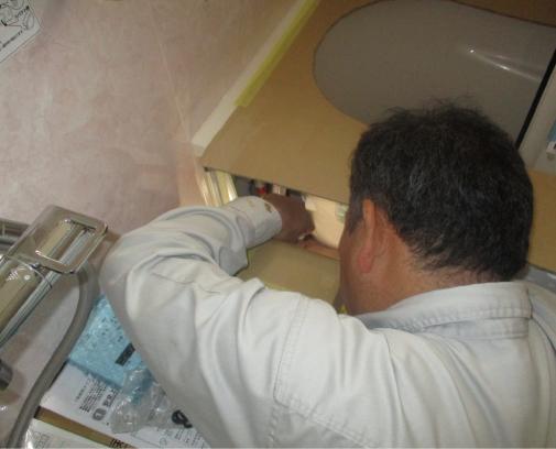 排水を接続していきます。この時、給湯器の接続も行います。